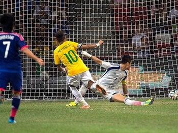 ブラジルに喫した3年連続の大敗。変わらぬ「結果」と、異なる「印象」。 <Number Web> photograph by Takuya Sugiyama