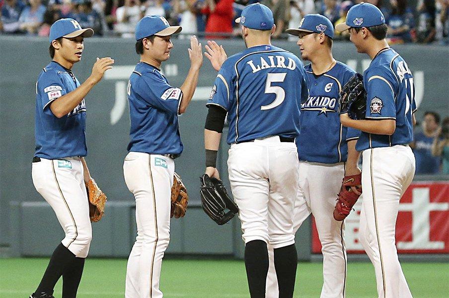 顔が見えないSNSとの向き合い方。日本ハム・広報が抱える葛藤。<Number Web> photograph by Kyodo News