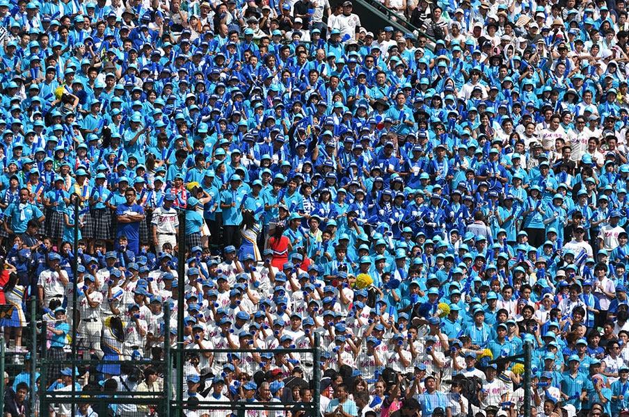 甲子園で1番「暑い」のは誰か。選手、審判、カメラマン、応援団。<Number Web> photograph by Hideki Sugiyama