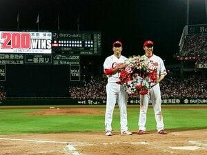 MVP新井貴浩を支えた黒田の言葉。「ボロボロになるまでやれ」の背景。