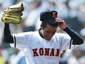 """報徳学園の""""完璧な挑戦""""を撃退。興南が示した「絶対王者」の精神力。<Number Web> photograph by Hideki Sugiyama"""