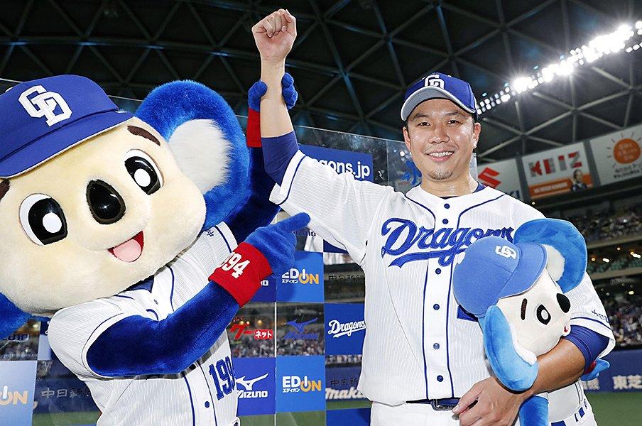 大野雄大と与田剛監督の絆。ノーヒットノーラン達成の裏側。<Number Web> photograph by Kyodo News