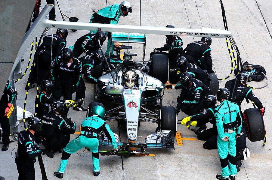 アレジやハッキネンの提案は正当か?F1における「無線」の意味を考える。<Number Web> photograph by Getty Images
