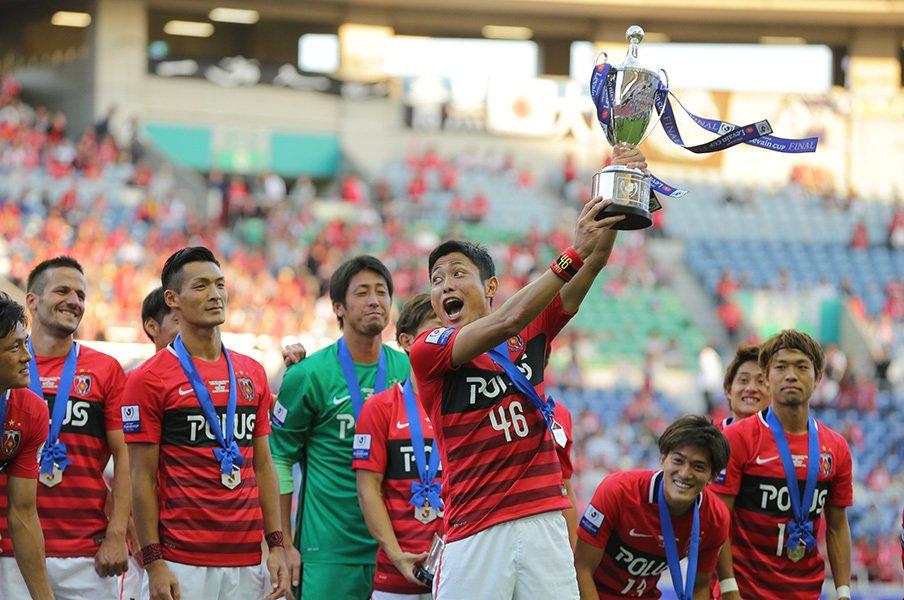 表彰式で森脇がカップを掲げても、浦和イレブンやファンはまったくの無反応。これもきっと、愛されている証拠……のはず。