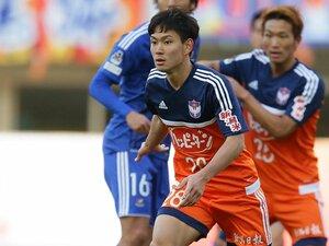 病と闘う新潟の若きCB、早川史哉。再びピッチに躍動する日を信じて──。