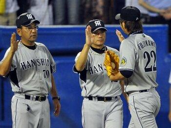 やはり迷采配!? 真弓監督に問いたい、「勝ちに行く」という言葉の真意。<Number Web> photograph by Hideki Sugiyama