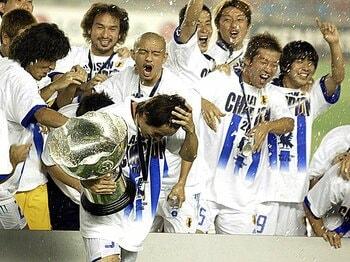 アジアカップはいつも総力戦だった。2004、2011の優勝をもたらしたもの。<Number Web> photograph by AFLO