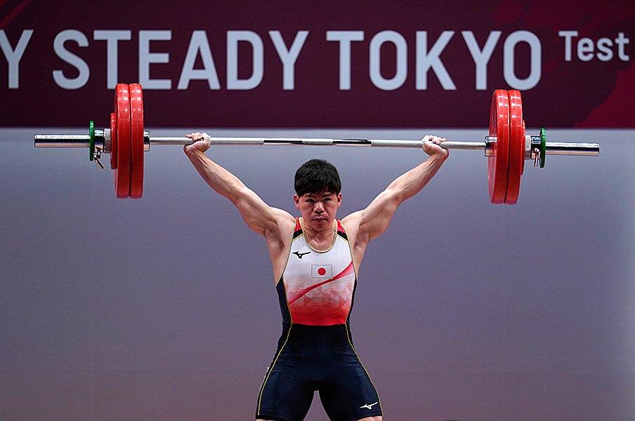 ウエイトリフティング男子復権の星、糸数陽一が見据える「東京五輪で金」。<Number Web> photograph by Getty Images