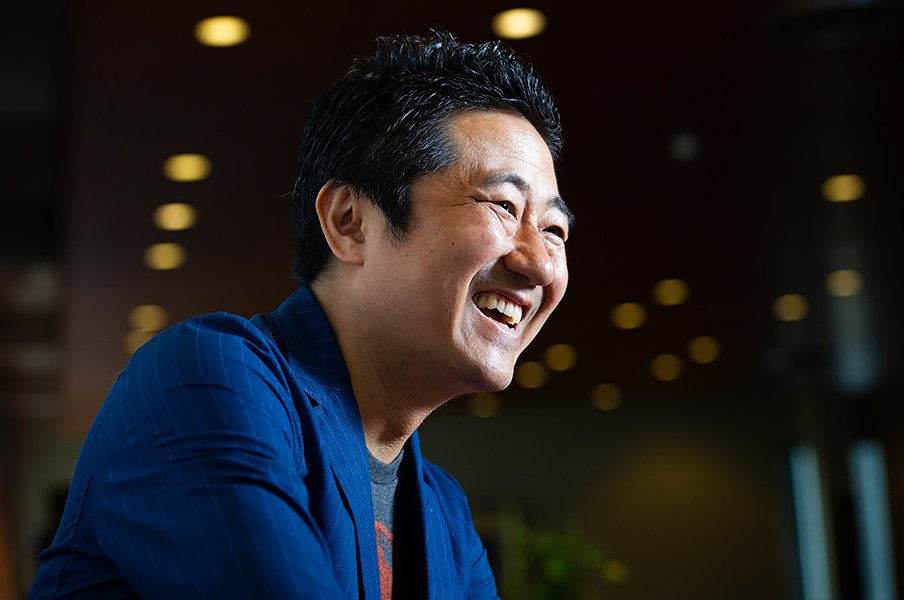 「甲子園は価値観を確認する儀礼」想田和弘が語るスポーツの聖地性。<Number Web> photograph by Yuki Suenaga
