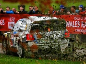 <2013WRC最終戦ウェールズラリー紀行> 森の中の一瞬を愉しむために人々は年に一度やってくる。<Number Web> photograph by Volkswagen