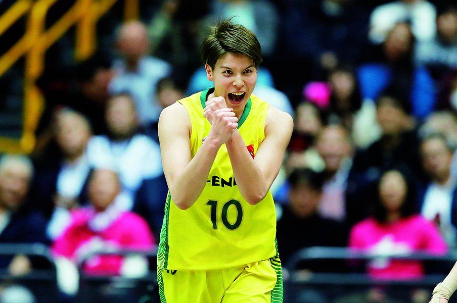 「自分には伸びしろしかない」。五輪メダルの鍵は渡嘉敷にあり。~女子バスケ、5年連続MVPの新たな意欲~<Number Web> photograph by AFLO