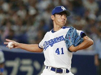 """浅尾からサファテへの返信。酷使か、美談か。今こそ""""投げ過ぎ""""を考える。<Number Web> photograph by Kyodo News"""