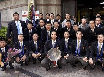 大阪桐蔭の深さを知った草むしり。彼らの目標は「甲子園」ではない。<Number Web> photograph by Kyodo News