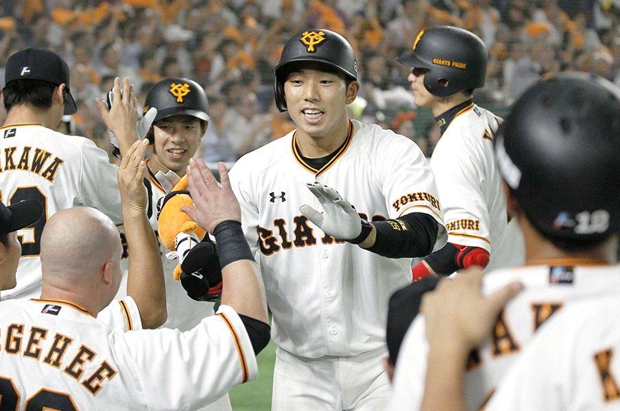 異常に過熱する巨人vs.DeNAのCS争い。カギ握る両チーム捕手5人の運命は?<Number Web> photograph by Kyodo News