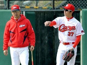 全ポジションでレギュラーを白紙に。広島・緒方新監督のこだわりとは? <Number Web> photograph by Kyodo News