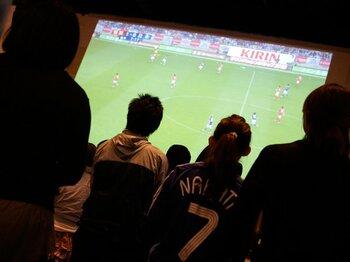 日本で南アの熱狂を。観戦におすすめのカフェ。~W杯はパブリックビューイングで~<Number Web>