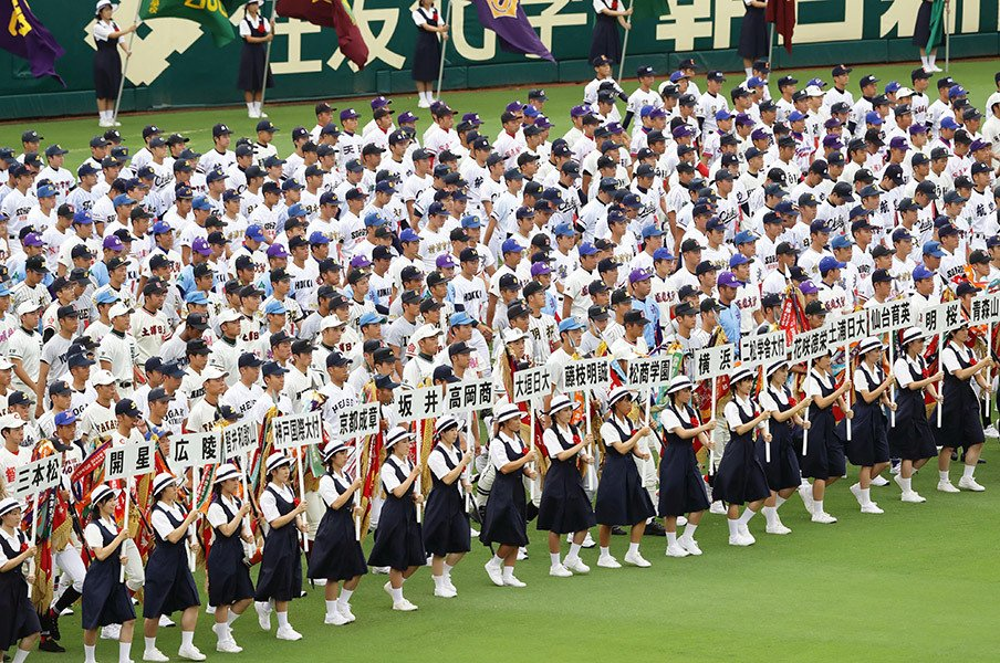 尼崎4時36分発の始発で甲子園へ。この球場が幸せな場所である理由。<Number Web> photograph by Kyodo News