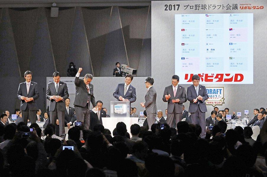 高卒と大卒、志望届を2度出すも……。指名されなかった人が見たドラフト。<Number Web> photograph by Kyodo News