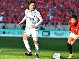 G大阪が変身した「大人のチーム」。浦和にかかる重圧と、3冠の可能性。