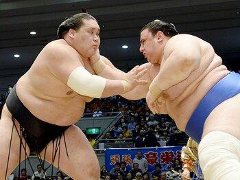 力士の大型化で減った「長い相撲」。新三役・照ノ富士の受けは人気の元?<Number Web> photograph by Kyodo News