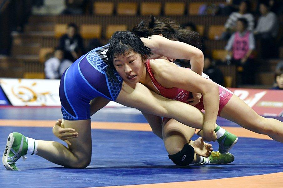 レスリング界の新星は女子高生!登坂・伊調に挑む須崎&南條。<Number Web> photograph by Kyodo News