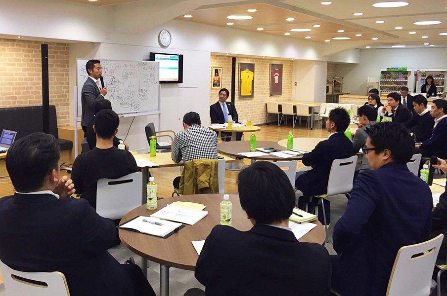 鈴木大地長官と池田純が語り尽くした、大学スポーツとアリーナの輝く未来。<Number Web> photograph by Number Sports Business College