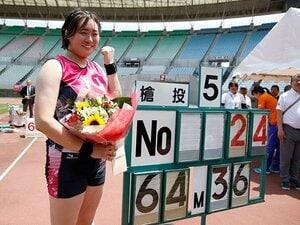 やり投げ日本新・北口榛花の履歴書。競泳と掛け持ち、チェコ修行で開花。