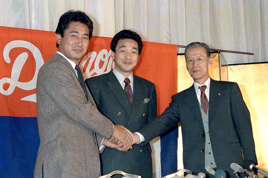 アラフォーの星野仙一は強烈だった。「巨人軍と面白く戦う」という奔放。<Number Web> photograph by Kyodo News