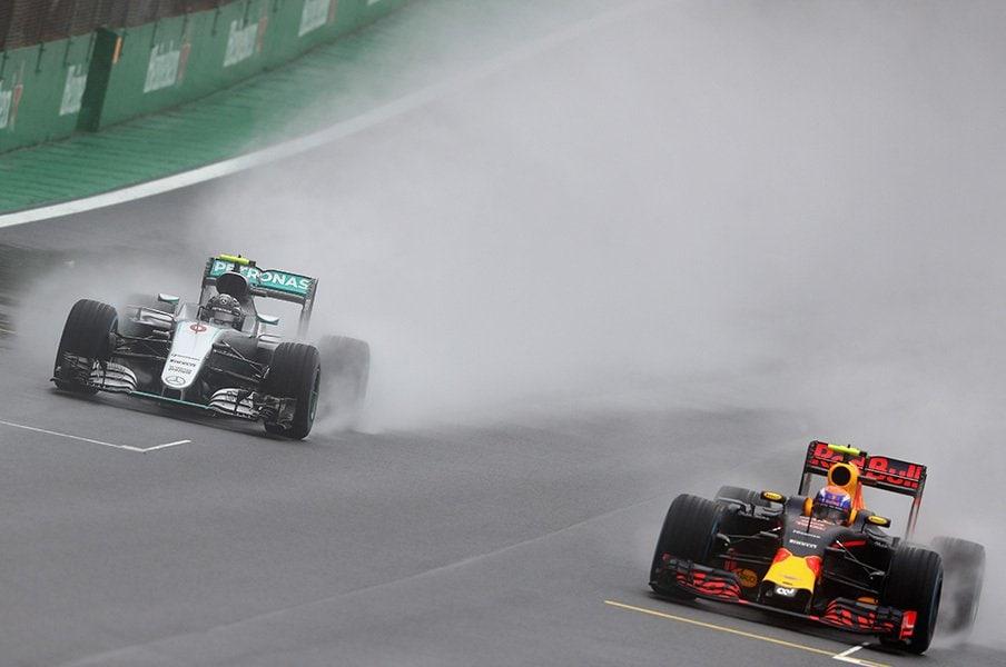 ロズベルグとハミルトンの優勝条件。逆転の鍵はあの最年少ドライバー?<Number Web> photograph by Getty Images