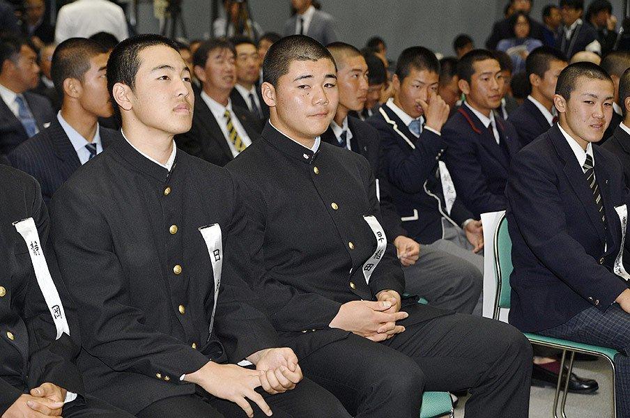 センバツ直前、注目校&選手紹介。V候補筆頭は清宮・早実ではない?<Number Web> photograph by Kyodo News