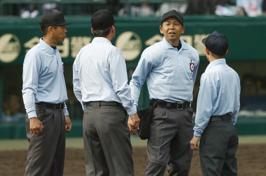 サイン盗み経験者だからわかること。利は少なく損は多い、やめなさい。<Number Web> photograph by Kyodo News