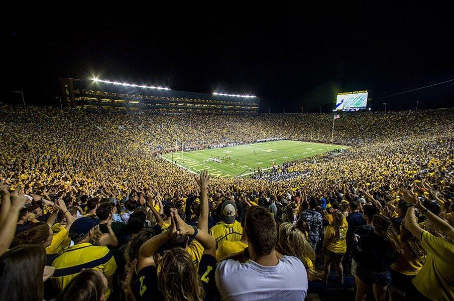 米大学スポーツビジネスを観察する。想田和弘『ザ・ビッグハウス』論。<Number Web> photograph by AFLO