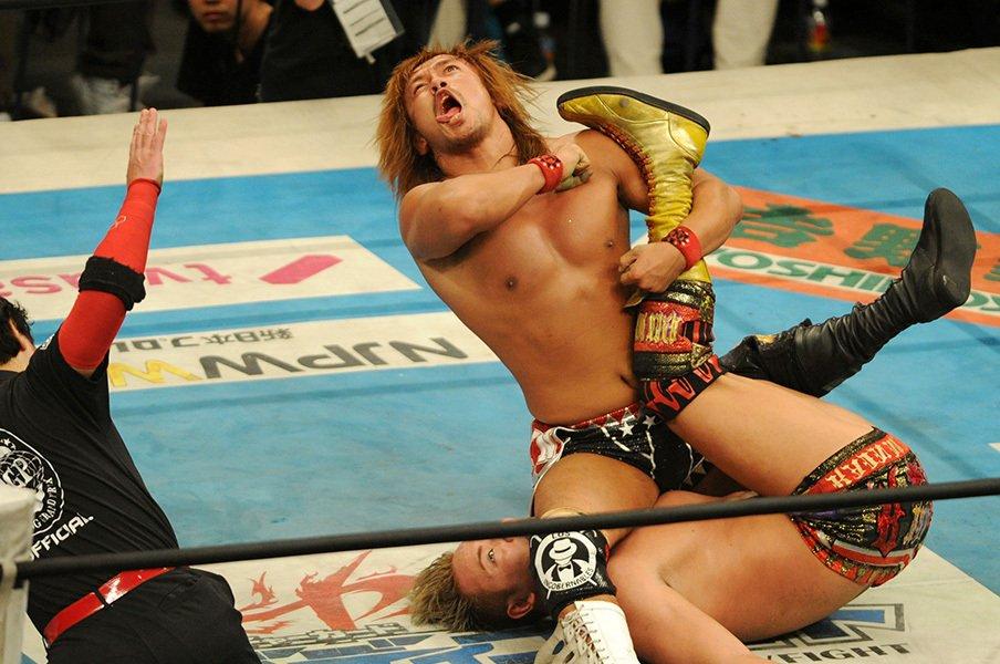 今度はベルトが俺を追いかける。新IWGP王者、内藤哲也の生き方。<Number Web> photograph by Masashi Hara