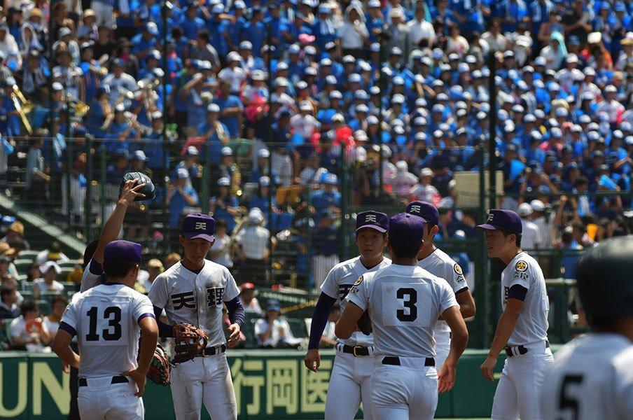 """""""伝令さん""""は高校野球の名黒子。「審判に怒られるまで語ってこい」<Number Web> photograph by Takuya Sugiyama"""