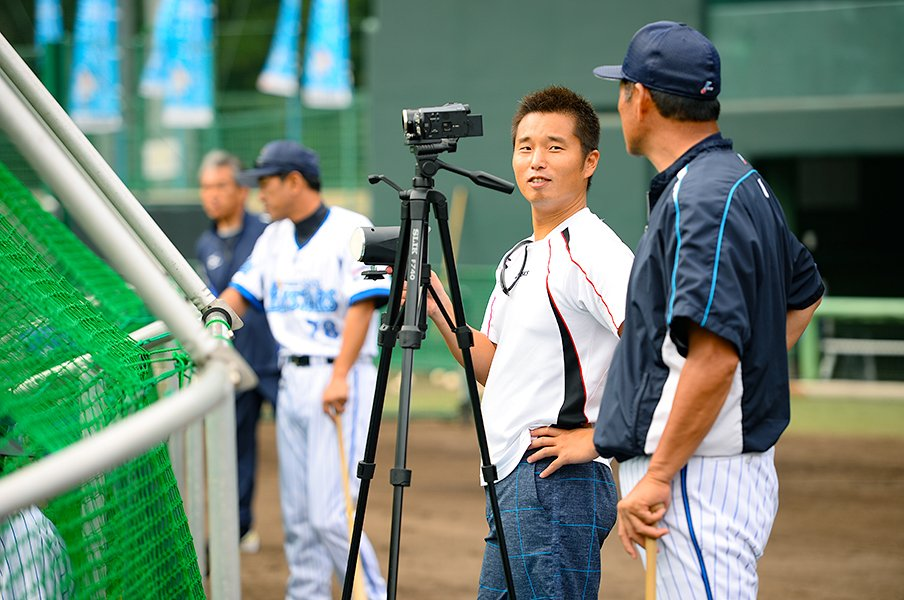 DeNA球団社長時代の池田純が、自腹で自宅にブルペンを作った理由。<Number Web> photograph by Sports Graphic Number