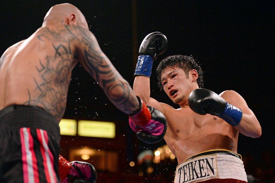 亀海喜寛が抗ったボクシングの常識。「世界の中心」に手をかけた世界戦。<Number Web> photograph by AFLO