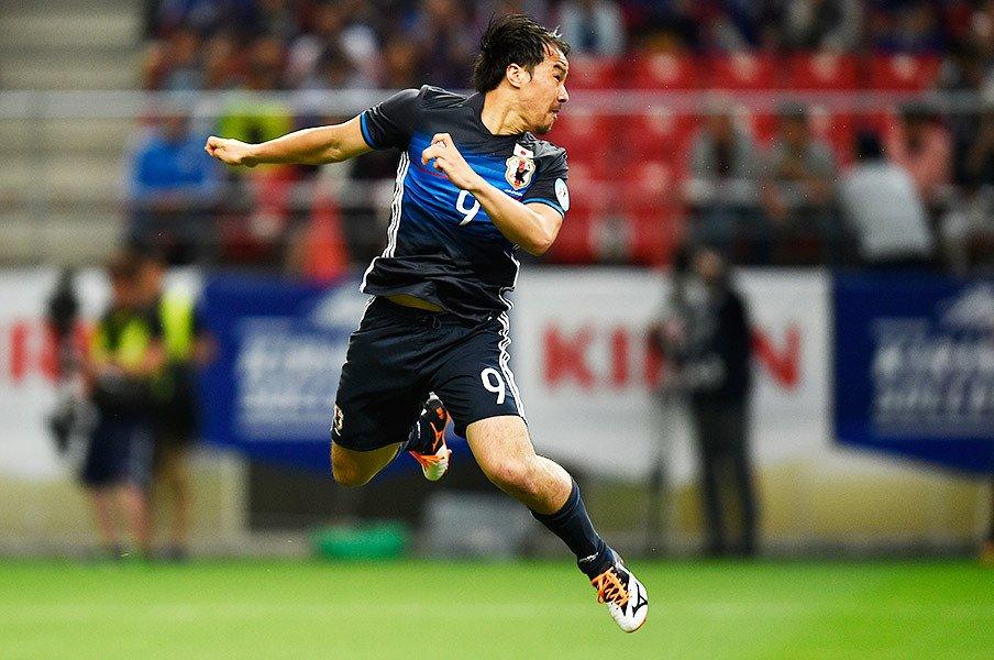 """岡崎慎司が掴んだ「俺は動く選手」。代表で""""好きなように""""やる理由。<Number Web> photograph by Takuya Sugiyama"""