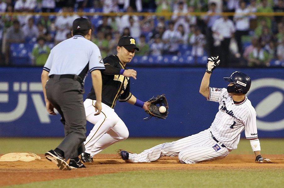 山田哲人が走って挑む歴史的偉業。連続成功の次は100%の盗塁王を!<Number Web> photograph by Kyodo News