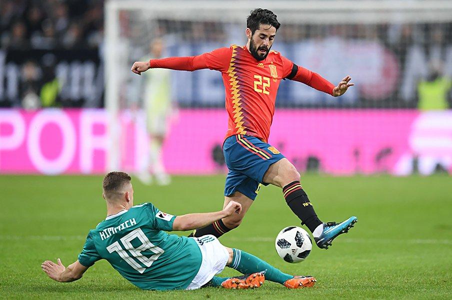 スペインが誇るマジシャン、イスコ。2度目の世界一へ魔法の杖を振るう。<Number Web> photograph by Getty Images