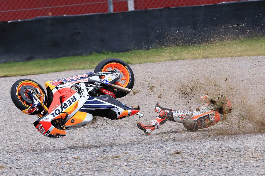 """マルケスの走りは""""勝利 or 転倒""""。MotoGP序盤の番狂わせを検証する。<Number Web> photograph by Satoshi Endo"""