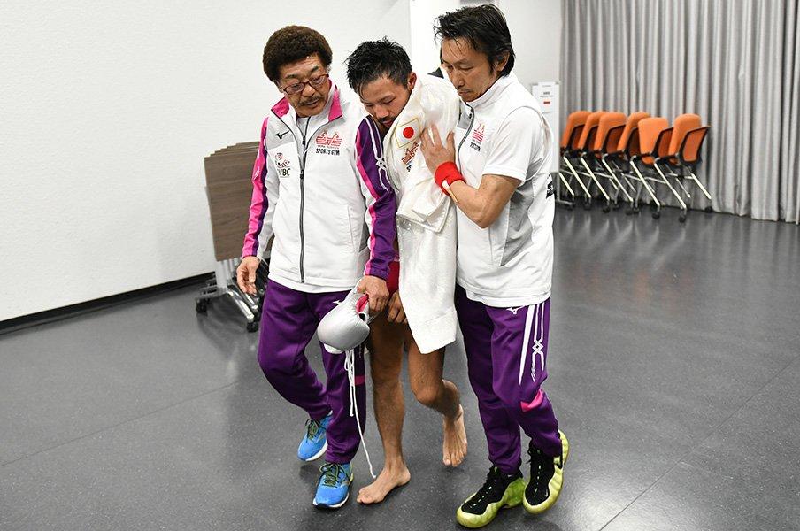 比嘉大吾の減量失敗はなぜ起きたか。「体重は落として当たり前」の声も。<Number Web> photograph by Hiroaki Yamaguchi