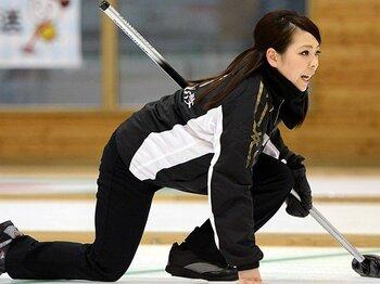 なぜ女子カーリングは弱くなった?次世代チームはソチに間に合うのか。<Number Web> photograph by Hitoshi Mochizuki/AFLO