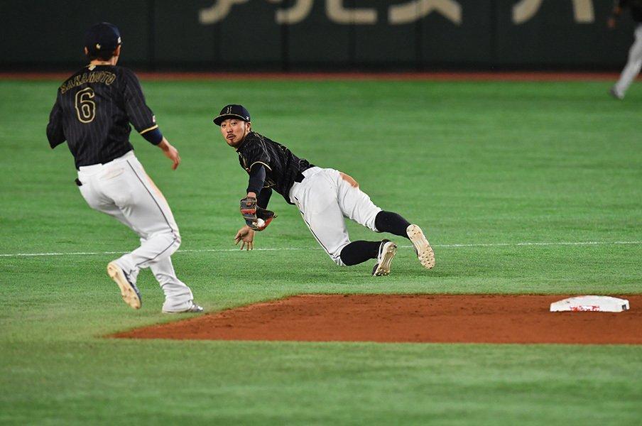 菊池涼介と坂本勇人が披露したグラブトスは、確実に大会のハイライトになるシーンだったが、彼はシーズン中これぐらいのことを何度もやる男である。