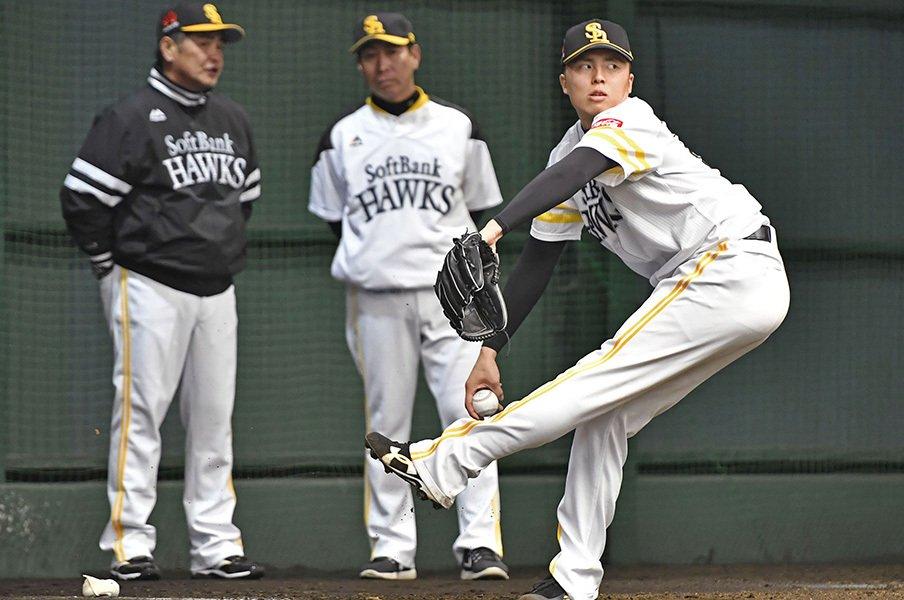 あのドラ1・田中正義のプロ1年目。二軍1試合登板後、「工藤塾」へ。<Number Web> photograph by Kyodo News