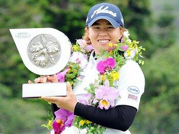 女子ゴルフ開幕戦、鍵はドライバー。飛距離、悪天候、そして第2打に!?<Number Web> photograph by NIKKAN SPORTS