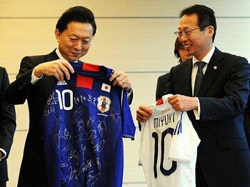 岡田監督の方針転換に大きな疑問。これではフランスW杯直前と同じだ!!<Number Web> photograph by Getty Images