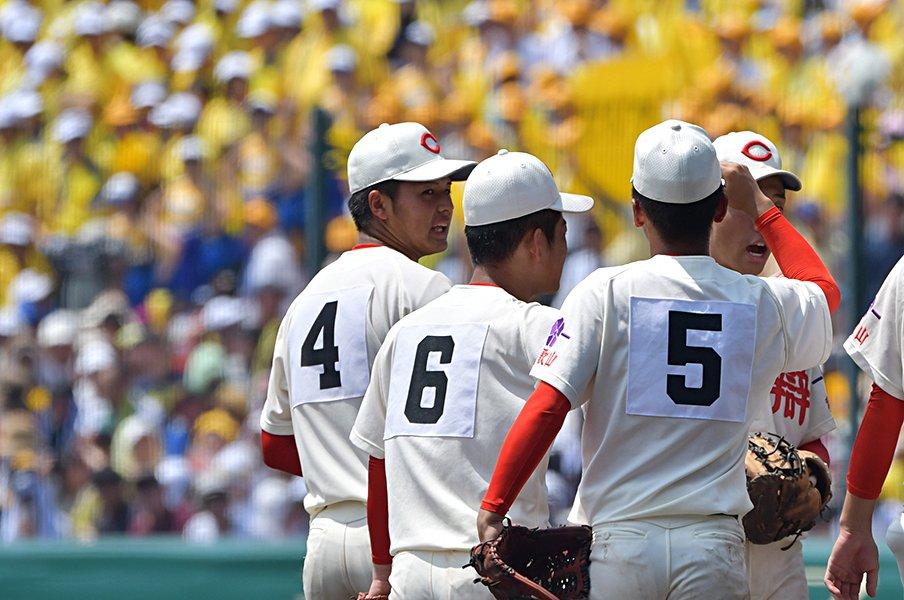 智弁和歌山が土を手でならす理由。黒川主将「5季連続ノーエラーです」<Number Web> photograph by Hideki Sugiyama