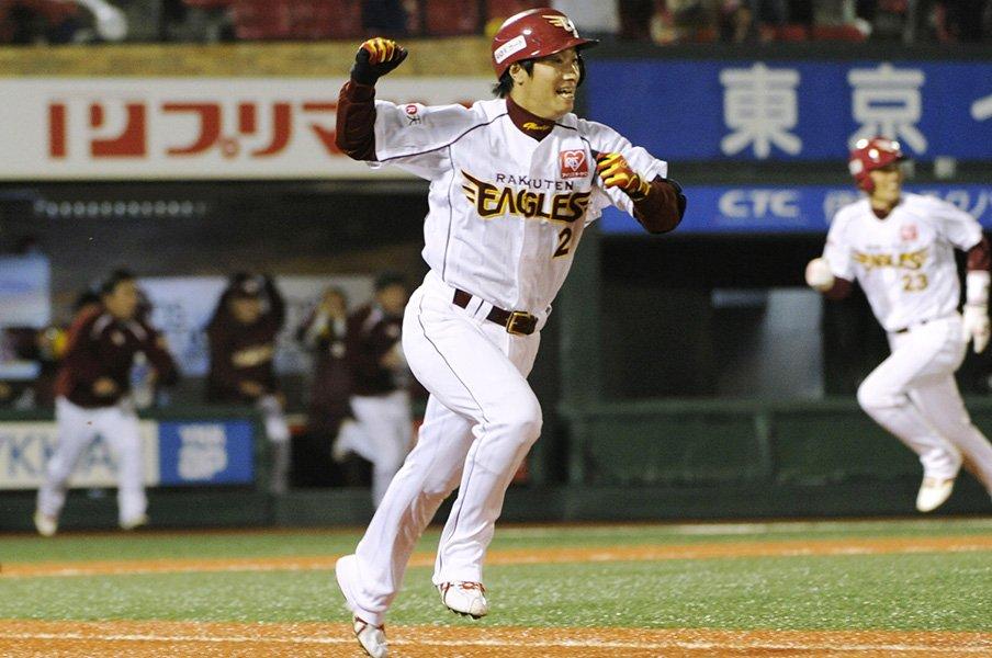 渡辺直人、涙のトレードから8年後。引退ではなく楽天復帰で「恩返し」。<Number Web> photograph by Kyodo News