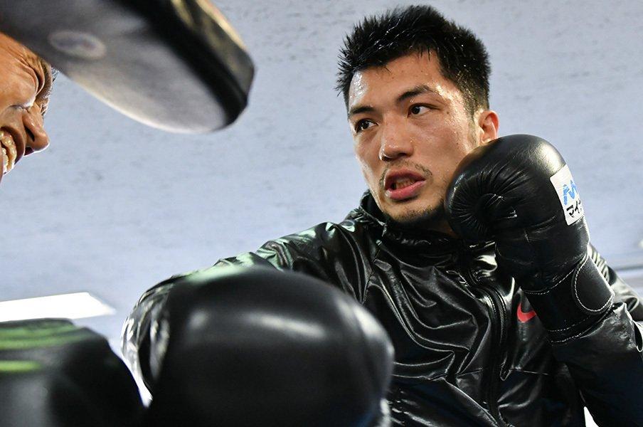 村田諒太の相手は「速いが脆い」。追って、殴って、倒して世界王者に。<Number Web> photograph by AFLO