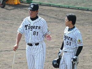 """金本新監督が惚れ込んだ""""義""""の男。片岡篤史コーチの「厳しさと懐」。"""